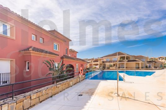 East facing 2 bedroom ground floor apartment in La Mesana de Pueblo Nuevo, very close to supermarkets, shops and restaurants.