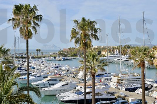 Spectacular 4-bedroom penthouse in the Sotogrande Port.