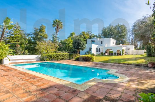 A rare opportunity to buy a charming family home in the desirable Kings and Queens area of Sotogrande Costa.