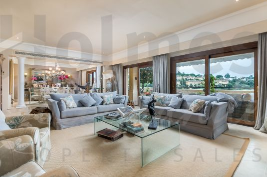 A lovely duplex penthouse apartment situated in the most luxurious residential development of Sotogrande.