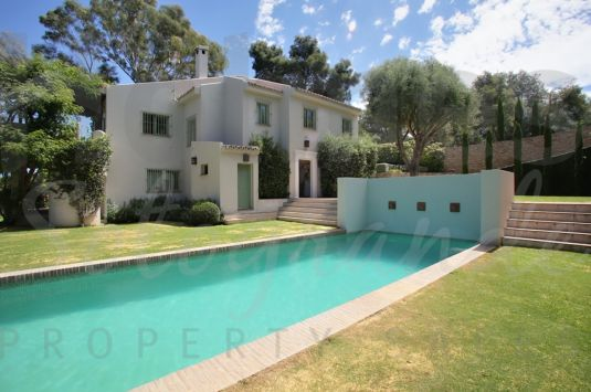 A secluded villa located in very exclusive setting of the Sotogrande Costa with easy access to all amenities.