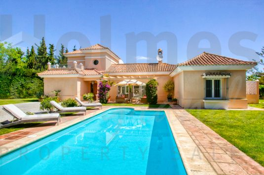 Beautiful 4 bedroom villa in perfect condition.