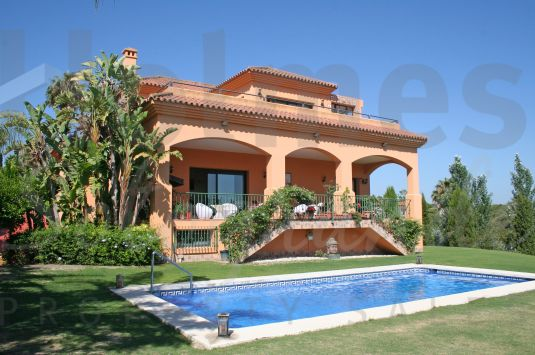 Spacious 3 storey villa with views to the La Reserva Golf Club, Valderrama and to the sea.