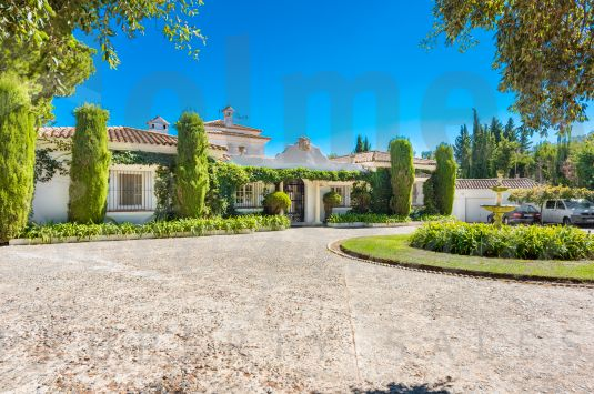 Fantastic villa located in one of the best area of Sotogrande Alto and close to Valderrama golf course.