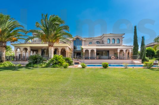 Uniquely styled villa with absolutely stunning views to the Almenara golf course and to the lake.