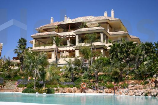 Lovely duplex penthouse apartment in Valgrande, Sotogrande.