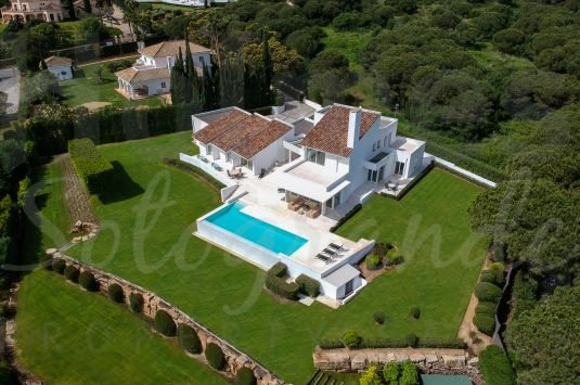 Modern house situated in a front-line Almenara golf position on a wonderful elevated plot with great views.