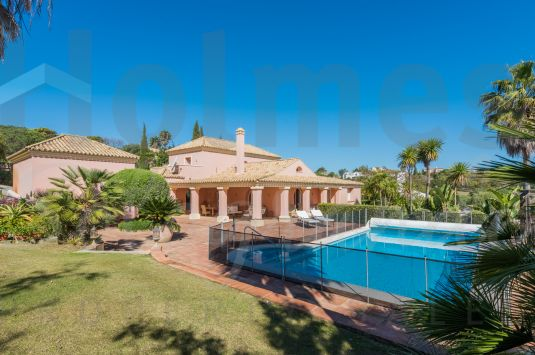 Villa in Sotogrande Alto with views of Almenara Golf Course and the sea.