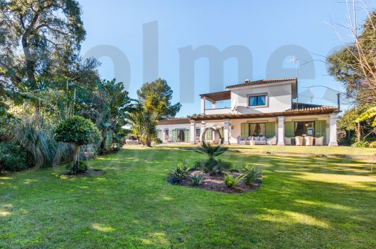 Beautiful and splendid 4 bedroom villa, newly decorated and finished to high standard.
