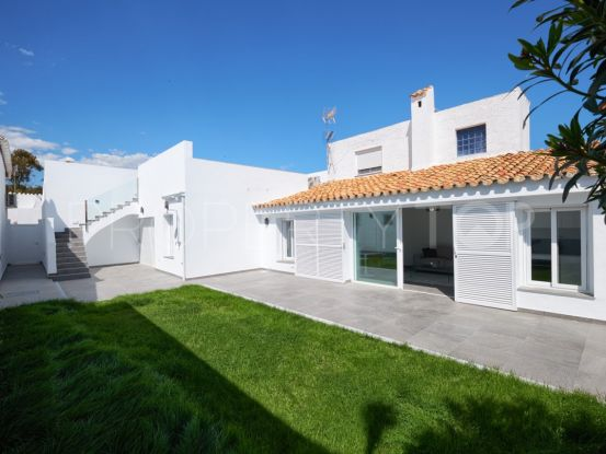 For sale Estepona town house with 1 bedroom | Villa Noble