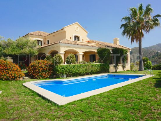 Comprar villa en La Quinta Golf de 4 dormitorios | Arias-Camisón Properties