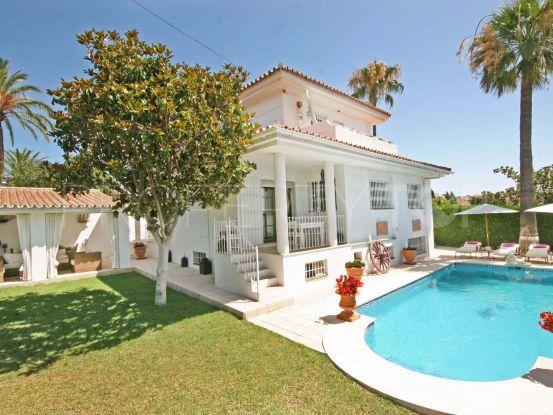 Buy El Pilar villa with 5 bedrooms   Arias-Camisón Properties