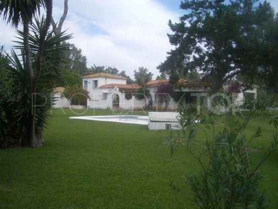 Comprar villa en Guadalmina Baja con 4 dormitorios | Arias-Camisón Properties