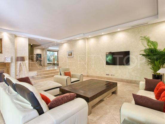 For sale villa with 5 bedrooms in Altos de Puente Romano, Marbella Golden Mile | FM Properties Realty Group