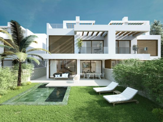 For sale semi detached villa with 5 bedrooms in Cabopino | Bemont Marbella