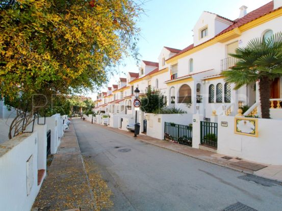 For sale 4 bedrooms town house in Estepona | Future Homes