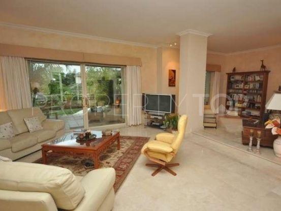 For sale villa with 4 bedrooms in Las Chapas, Marbella East | Marbella Banús