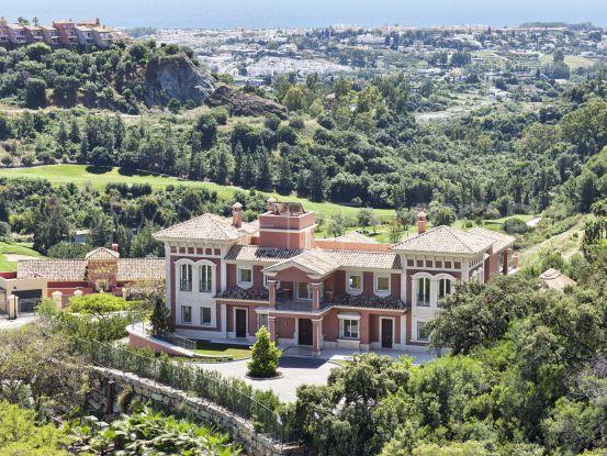 Villa for sale in Los Arqueros with 9 bedrooms | Amrein Fischer