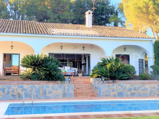 For sale villa with 3 bedrooms in Sotogrande Alto | Consuelo Silva Real Estate