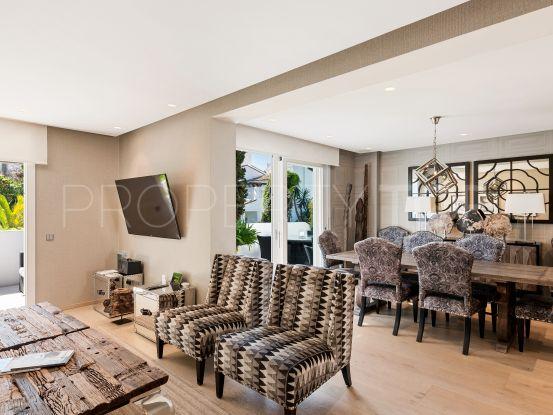 For sale 4 bedrooms triplex in Puente Romano, Marbella Golden Mile | Callum Swan Realty