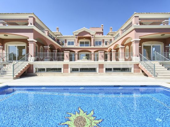 Villa for sale in Los Arqueros with 9 bedrooms | Benimar Real Estate