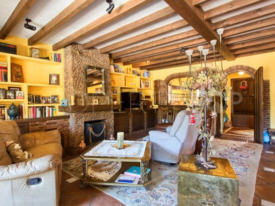 Benahavis Centro town house with 3 bedrooms | Marbella Unique Properties