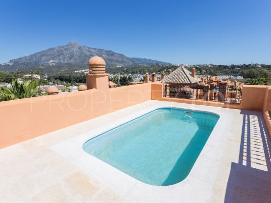 For sale duplex with 3 bedrooms in La Alzambra Hill Club | Inmobiliaria Luz