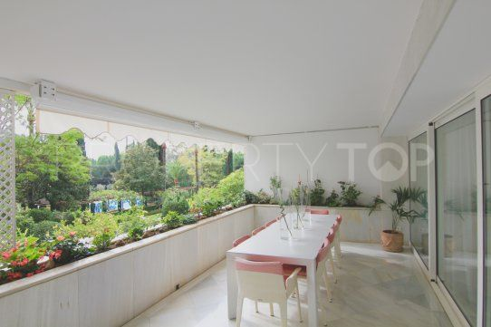 For sale apartment with 4 bedrooms in Don Gonzalo, Marbella | Inmobiliaria Luz