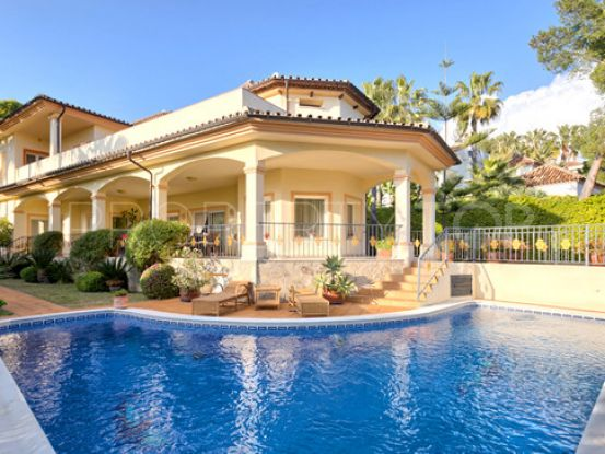 Buy villa with 4 bedrooms in Altos Reales, Marbella Golden Mile | Inmobiliaria Luz