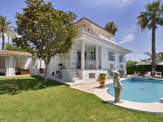 5 bedrooms El Pilar villa   Benarroch Real Estate
