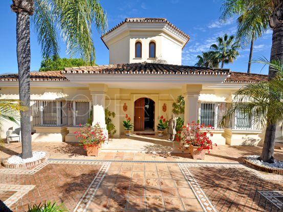 Buy villa in Nueva Andalucia with 5 bedrooms | Benarroch Real Estate