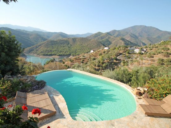For sale villa with 4 bedrooms in Carretera de Istan | Dolan Property