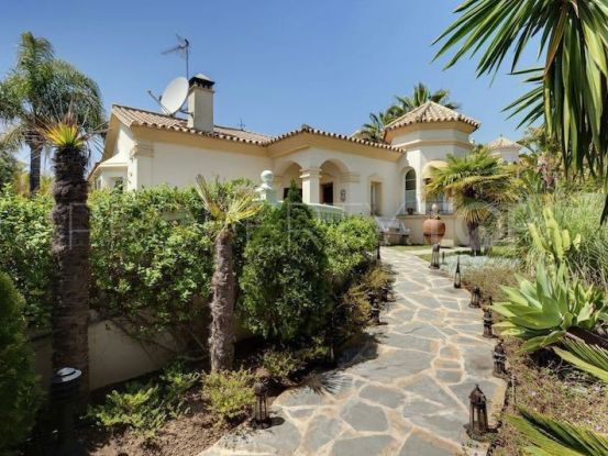 For sale villa with 4 bedrooms in La Quinta Golf, Benahavis | Prime Location Spain