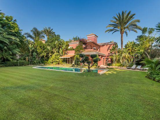 Villa for sale in Altos de Puente Romano, Marbella Golden Mile | Private Property