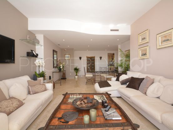Buy apartment in Elviria with 3 bedrooms | Housing Marbella