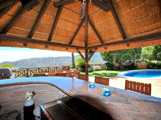 For sale Cerros del Lago villa with 4 bedrooms | Value Added Property