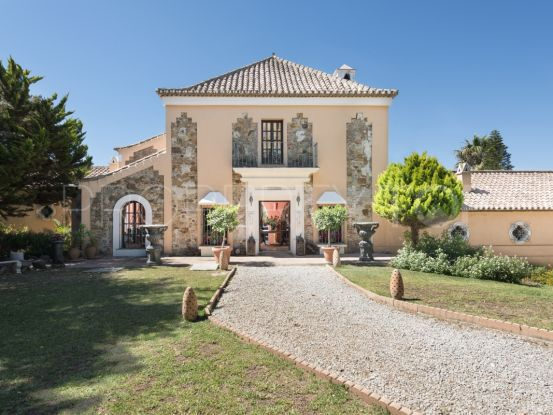 For sale country house with 6 bedrooms in Manilva | Winkworth