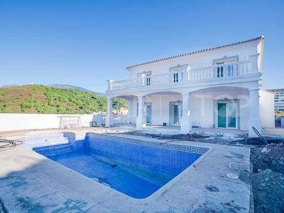 4 bedrooms villa in Forest Hills for sale   Winkworth