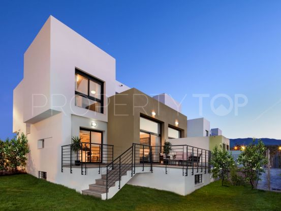 For sale town house with 4 bedrooms in Alhaurin de la Torre | Marbella Maison