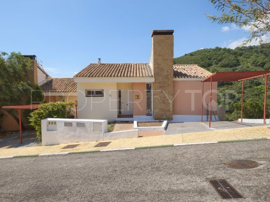 House for sale in Estepona with 3 bedrooms | Lucía Pou Properties