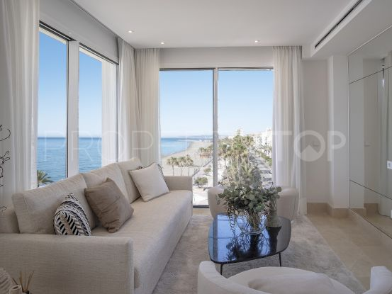 Penthouse for sale in Estepona Playa with 2 bedrooms | Cleox Inversiones