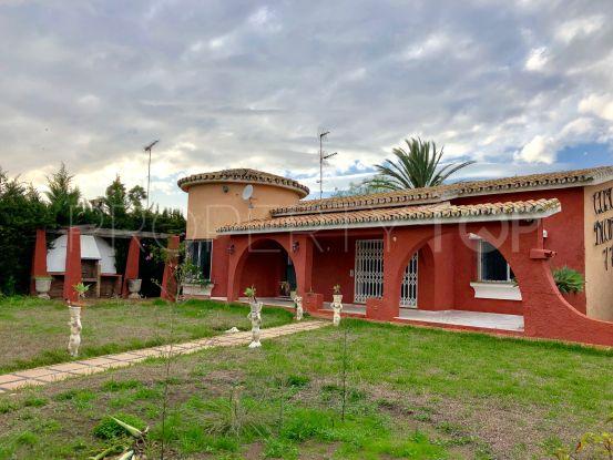 Chalet de 3 dormitorios en venta en El Saladillo, Estepona | Cleox Inversiones