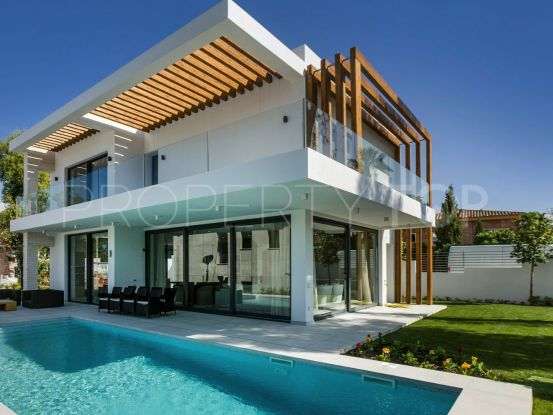 For sale villa with 4 bedrooms in Atalaya, Estepona | Cleox Inversiones