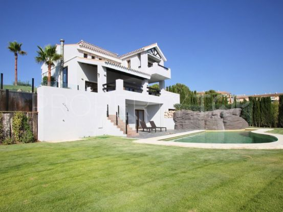For sale villa with 4 bedrooms in New Golden Mile | Cleox Inversiones