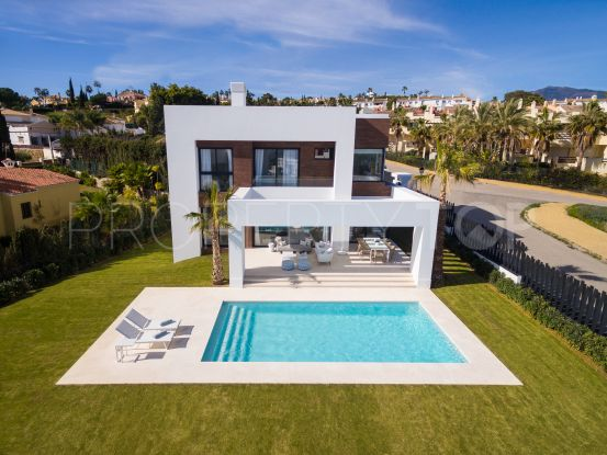 Villa for sale in El Pilar with 4 bedrooms | Cleox Inversiones