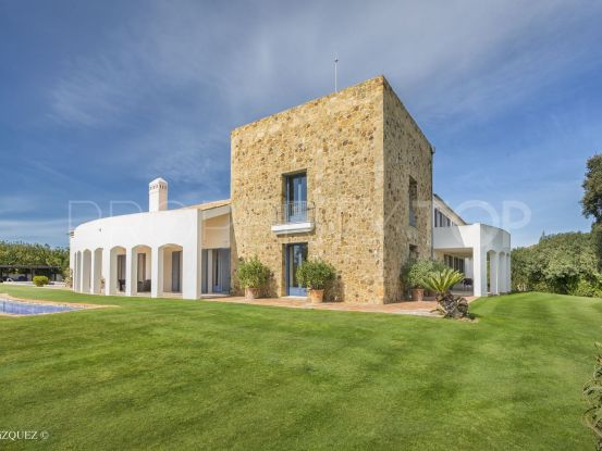 Villa for sale in Los Altos de Valderrama with 6 bedrooms | Noll & Partners