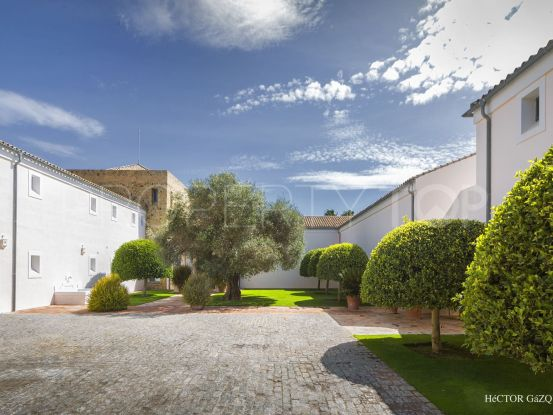 For sale villa with 6 bedrooms in Los Altos de Valderrama, Sotogrande | Noll & Partners