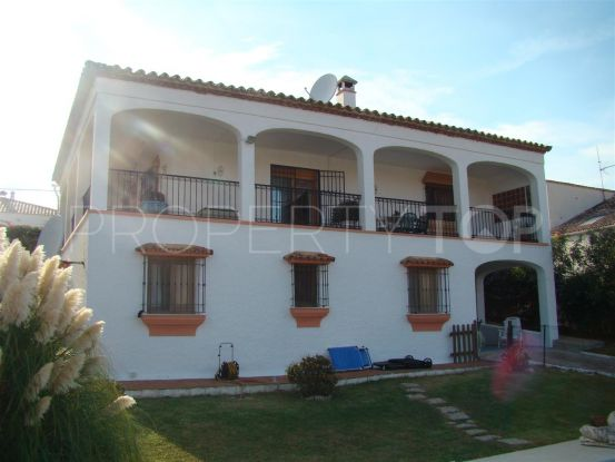 Buy villa in Estepona with 4 bedrooms | Campomar Real Estate