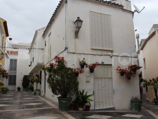For sale 4 bedrooms town house in Estepona Centro | Campomar Real Estate