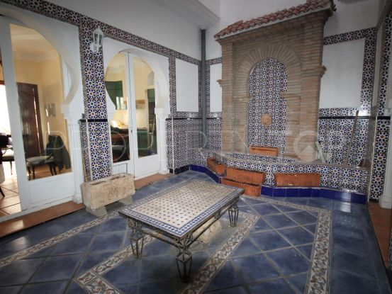 4 bedrooms Estepona Centro house for sale | Campomar Real Estate